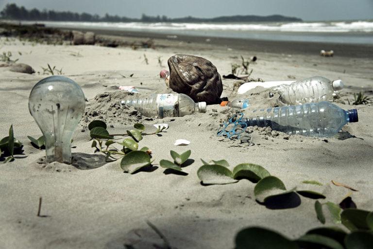 Wordt de verkoop van plastic flesjes met water verboden op Texel?