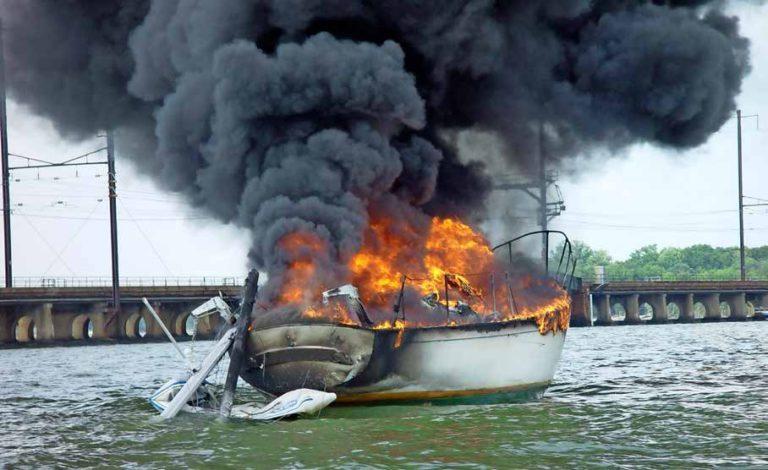 Download de brochure 'Brandveiligheid aan boord'