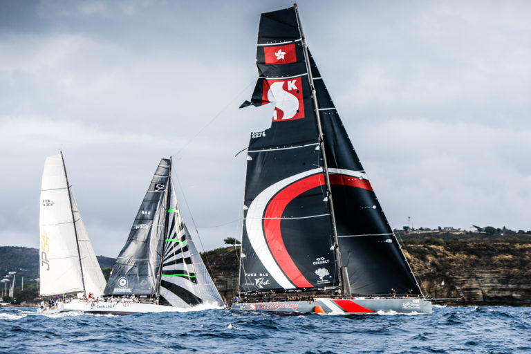Video: Grootzeil Scallywag scheurt bij start Round Antigua Race