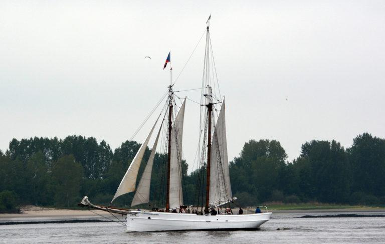 Historisch houten zeilschip zinkt na aanvaring op de Elbe