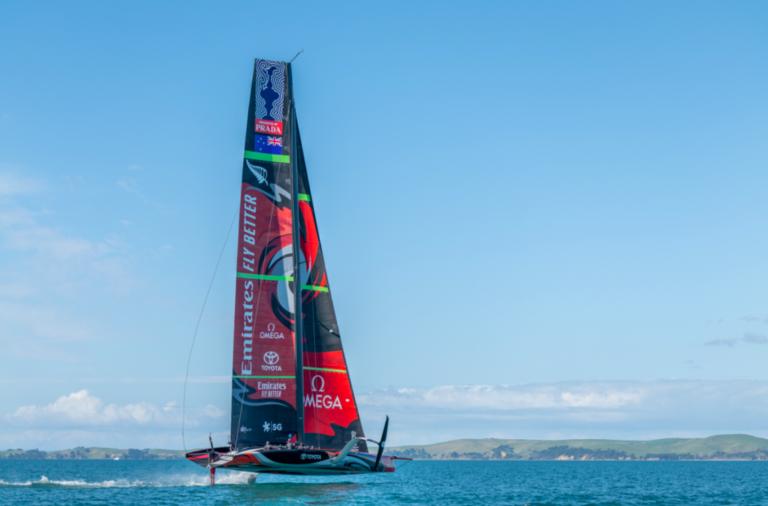Video: zeiler Ashby vertelt hoe het gaat met Emirates Team New Zealand