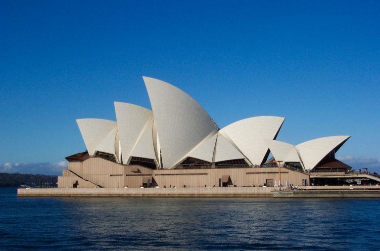 'Zeilen' eren Australische brandweerlieden en slachtoffers