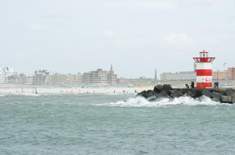 Vijf ervaren surfers om het leven gekomen bij havenhoofd Scheveningen