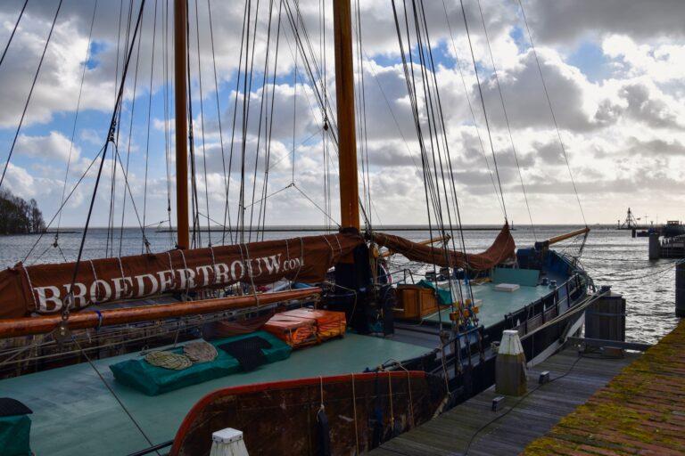 """Oproep uit Hoorn: """"Havenmeesters, adopteer schepen van de bruine vloot!"""""""