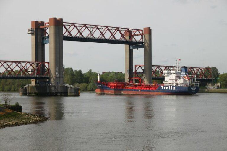 Video: Sleepboot voorkomt dat stuurloze zeilboot wordt overvaren door een tanker