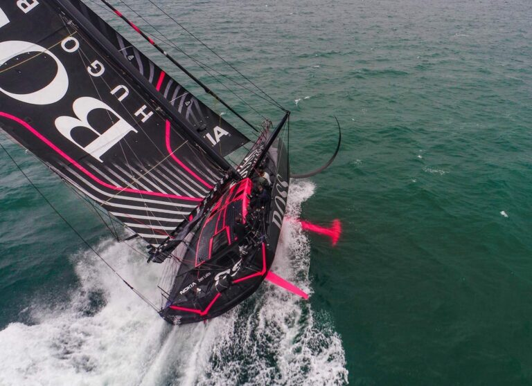 Vendée Globe: Alex Thomson met Hugo Boss onderweg naar Les Sables-d'Olonne