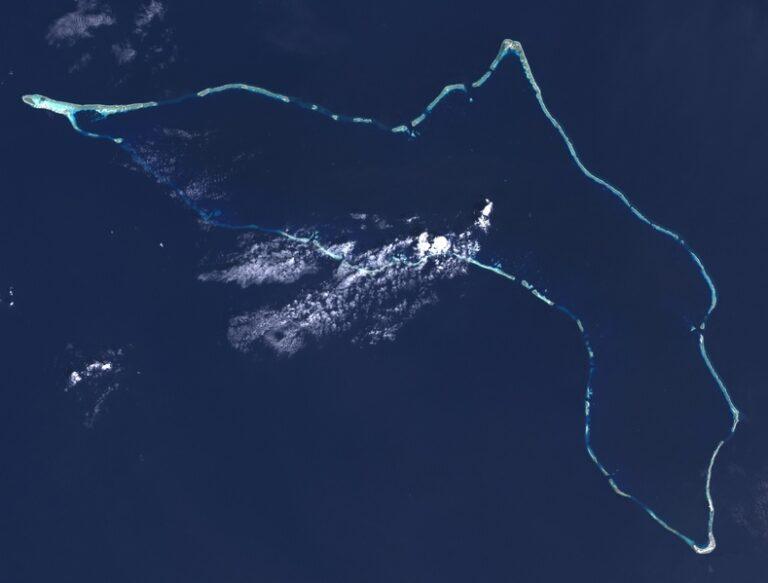 Vissersmannen spoelen na 42 dagen ronddobberen aan op een eilandje in de Stille Oceaan