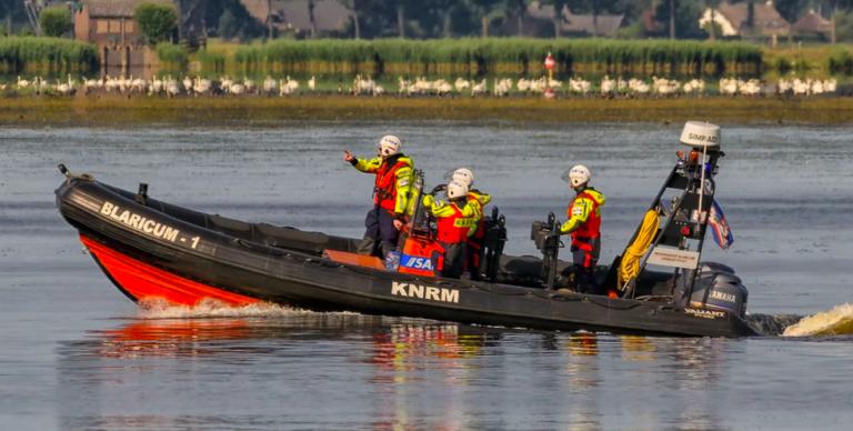 Zeilboot kapseist en opvarenden zwemmen twee uur naar jachthaven