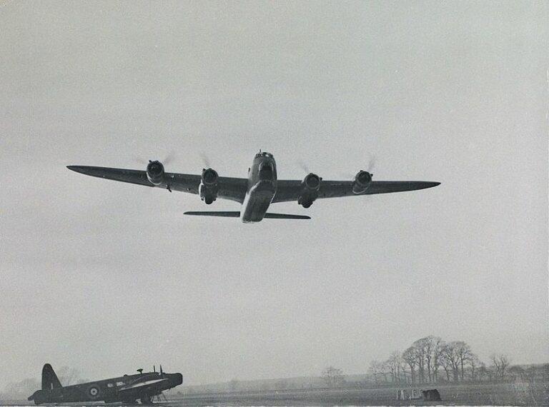 Britse bommenwerper uit WOII wordt geborgen uit het Markermeer