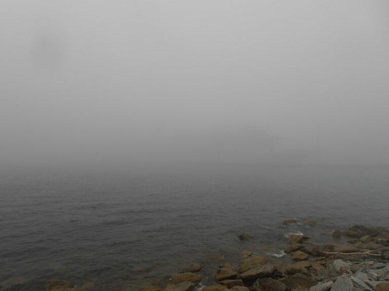 Waterpolitie stuurt recreatieschippers terug vanwege dichte mist