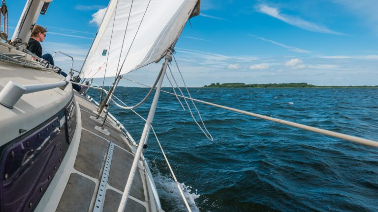 Mooi-weer-zeiler of doorgewinterde zeiler? (ver)huur je eigen boot