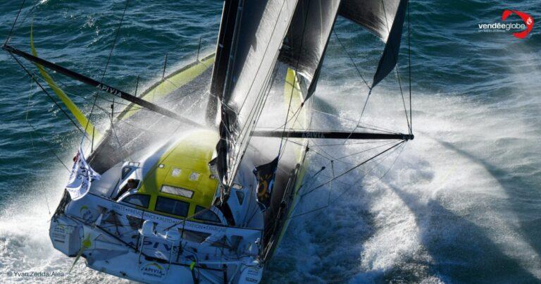 Vendée Globe: (ex-)raceleider APIVIA heeft schade aan foil
