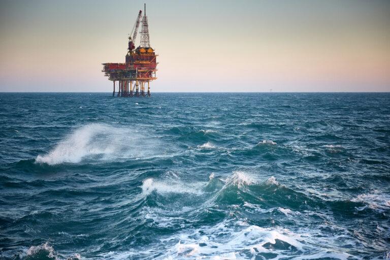 Steeds meer overtredingen in de 500 meter veiligheidszones rondom platformen op zee