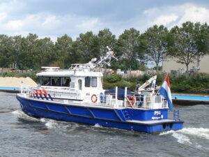 Zwaaiende schipper voer op gestolen zeilboot