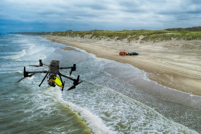 Helpt een strandwacht uit de lucht straks verdrinkingen voorkomen?