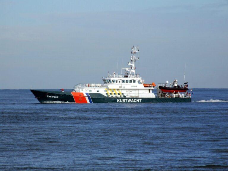 23 vreemdelingen aangetroffen op een zeilboot bij Zeeland