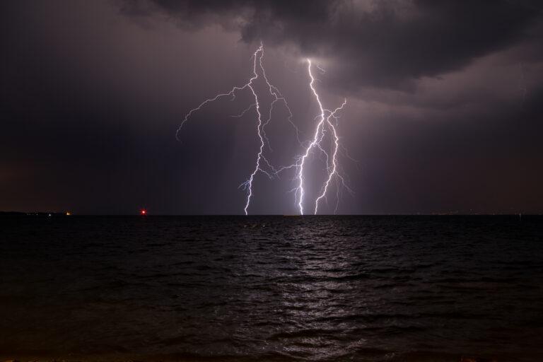 Onweer: zo gaat je materiaal niet naar de bliksem
